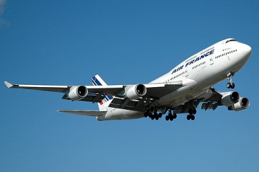 Air France Boeing 747-440 d'Air France during landing by caribb on Flickr (CC BY-NC-ND-2.0)