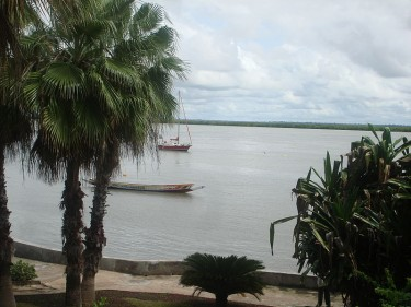 The Casamance river at Ziguinchor (Senegal) by KaBa on Wikipedia under license Creative Commons (NC-BY-2.0).