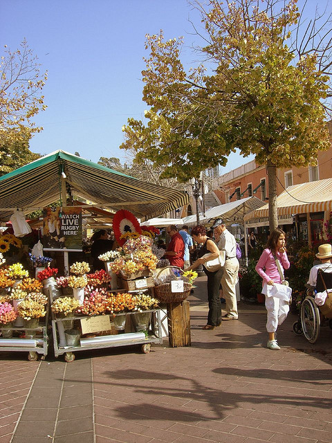 The Nice flower market by Chris230*** on FlickR (License CC-2.0)