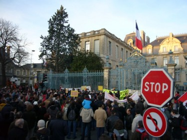 Manifestation pour la régularisation des sans papiers à la préfecture de région à Rennes.