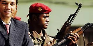 l'armée entoure Rajoelina lors de la prise de pouvoir en mars 2009 - Domaine publique via Topmada