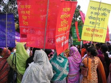 Manifestation du 8 Mars à Dhaka pour l'élimination de la violence à l'égard des femmes
