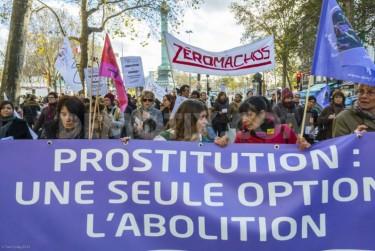 Parigi: manifestazione contro la violenza sulle donne