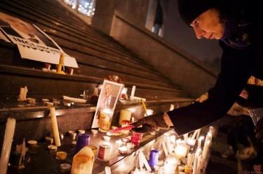 Rassemblement en mémoire de Stéphane Hessel à Bastille (Paris) le 27/02/2013- Photo de Célia Bonnin pour Par millions rendons hommage à Stéphane Hessel