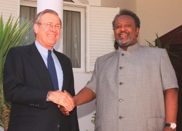 President Ismaïl Omar Guelleh (right) with Donald Rumsfeld (left), 2002 via wikimédia Public Domain