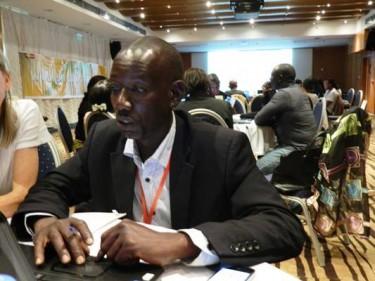 Boukary Konate dans la chambre technique du pole d'observation citoyenne électorale via facebook