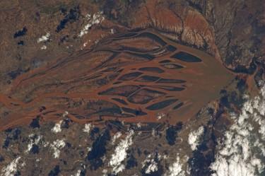 Fiume visto dallo spazio in Madagascar