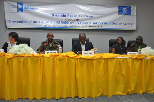 Prévention du recrutement d'enfants soldats  par l'académie de la paix  au Rwanda - domaine public