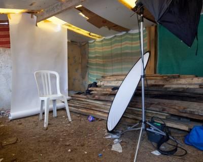 Studio photographique de la Folie mis en place par Rafaël Trapet afin de réaliser portraits de chacune et chacun pour trouver bonne place sur les CV notamment réalisés par les étudiants de l'Ensad. 1er mars