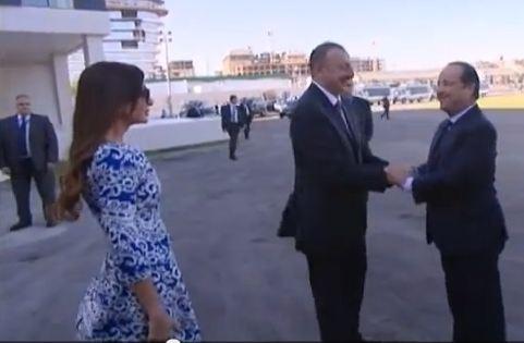 capture d'écran de la vidéo du président François Hollande reçu par le président Ilham Aliyev via AzerTac English sur YouTube