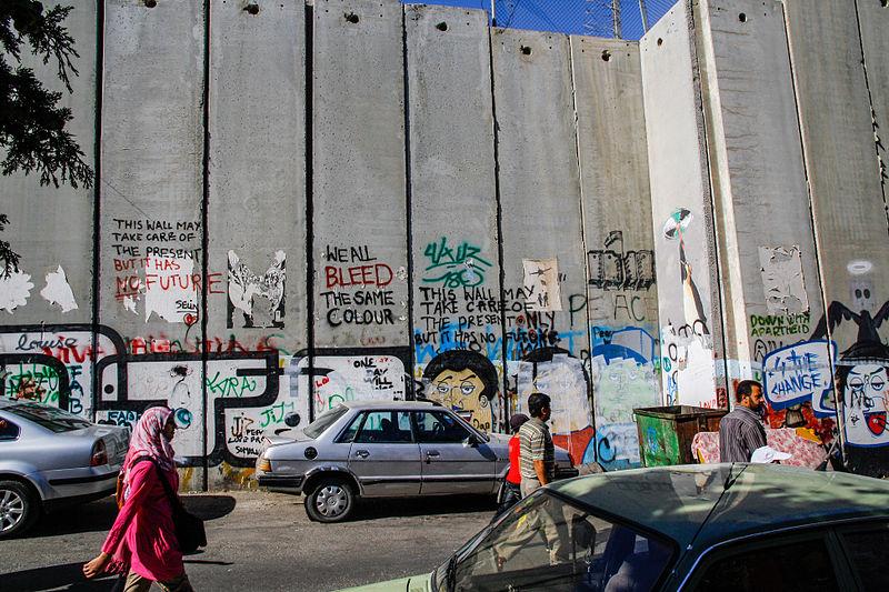 Mur israélo-palestinien côté Palestine, entre Yérushalaim et Beitlehem. via JDesplats CC BY-SA 3.0