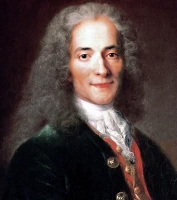Atelier de Nicolas de Largillière, portrait de Voltaire (détail) Musée Carnavalet Workshop of Nicolas de Largillière [domaine public], via Wikimedia Commons