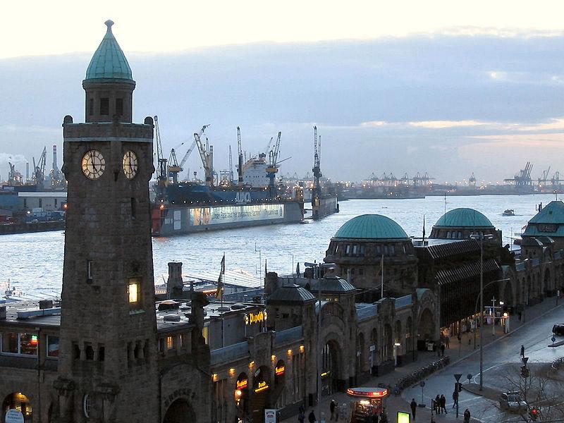 Le Port de Hambourg - via  - Domaine public