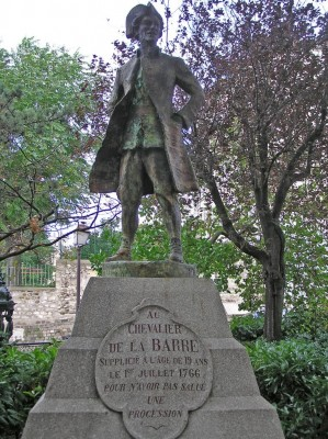 Statue du Chevalier de La Barre, à Montmartre (Paris) Photo helicongus sur panoramio, CC BY-ND 3.0