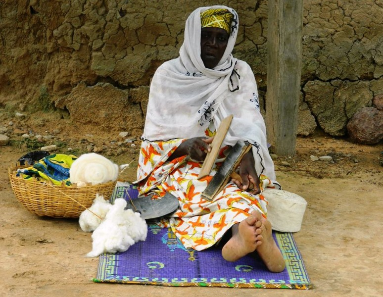 Fileuse, Mali. Photo de Boukary Konaté avec sa permission
