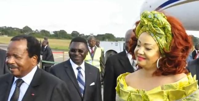 Capture d'écran du couple Biya revenant à Yaoundé