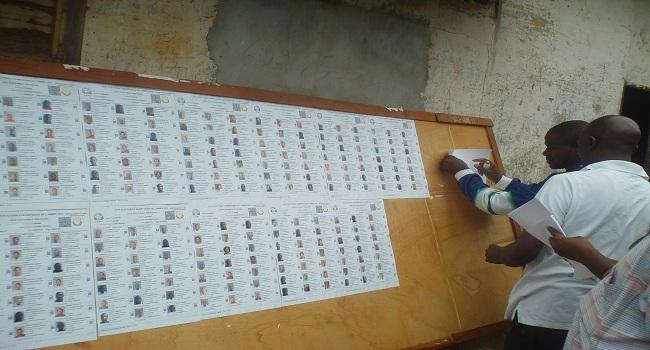 Les opérations d'affichage des listes électorales provisoires via  Jacob Kpézé Guilavogui CC-BY-40