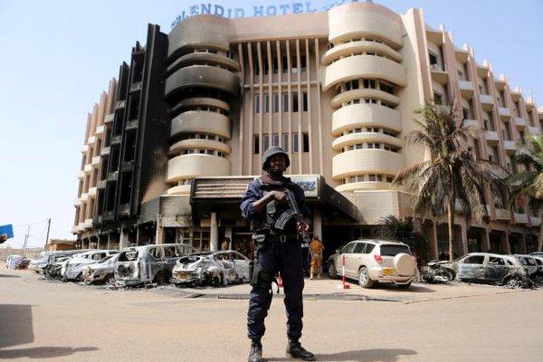 Splendid Hotel apres les attaques - Domaine public