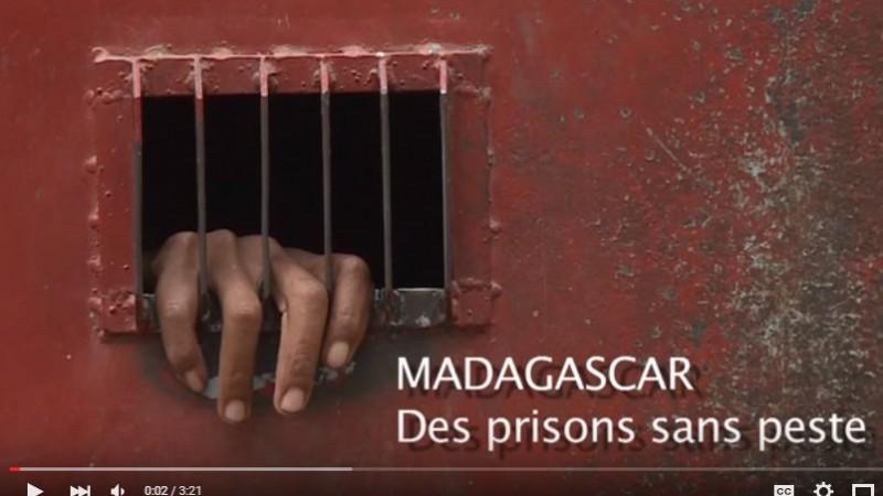 capture d'écran d'un reportage vidéo sur les prisons à Madagascar