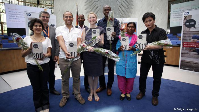 Lauréats 2013 des Bobs: Alimou Sow ,deuxième à partir de la gauche, en second plan. Source: dw.com